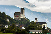 Schweiz, Kanton St. Gallen, Sarganserland, Sargans: Schloss Sargans und Stadtkirche St. Oswald & Cassian | Switzerland, Canton St. Gallen, Sarganserland, Sargans: Castle Sargans and town church St. Oswald & Cassian