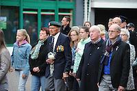 ALGEMEEN: JOURE: 04-05-2015, Dodenherdenking, Stilletocht door de Midstraat op weg naar de Kranslegging in Park Heremastate, de 96 jarige Sipke Beetstra, ©foto Martin de Jong