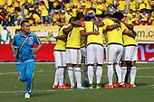 Jugadores de Colombia se abrazan antes del partido contra Peru  en el Estadio Metropolitano Roberto Melendez de Barranquilla el  8 de octubre de 2015.<br /> <br /> Foto: Archivolatino<br /> <br /> COPYRIGHT: Archivolatino<br /> Prohibido su uso sin autorizaci&oacute;n.