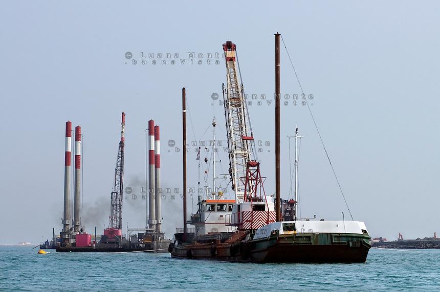 Il Mose in costruzione nei cantieri alla bocca di porto di Lido. Venezia, 6 marzo, 2007........   <br /> Building site of Mose at Lido. Venice, March 6, 2007