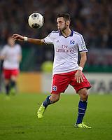 FUSSBALL   DFB POKAL   SAISON 2013/2014   2. HAUPTRUNDE Hamburger SV - SpVgg Greuther Fuerth                 24.09.2013 Hakan Calhanoglu (Hamburger SV)  am Ball