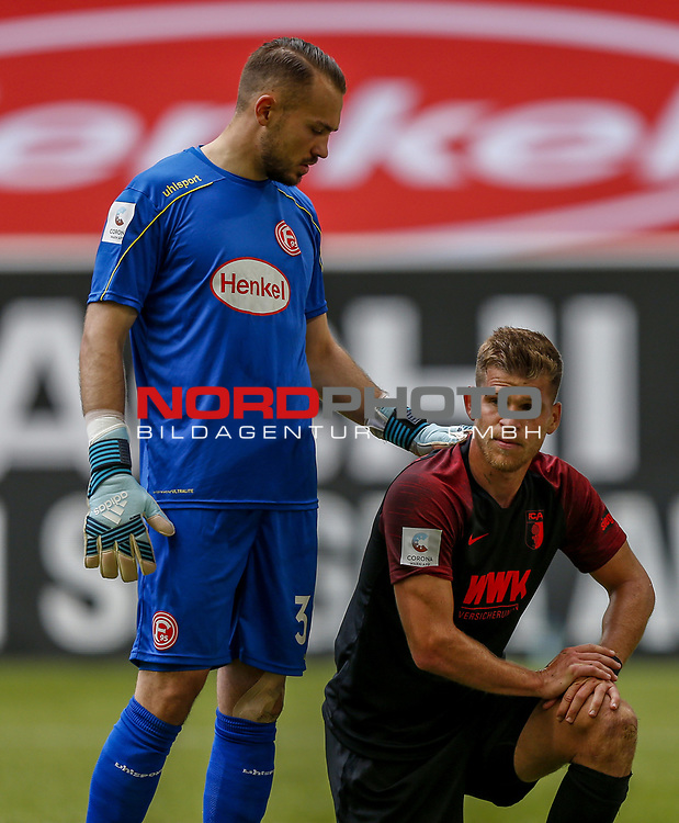 Torwart Florian Kastenmeier (F95), Florian Niederlechner (FCA)<br /><br /><br />20.06.2020, Fussball, 1. Bundesliga, Saison 2019 / 2020<br />33.Spieltag, Fortuna Duesseldorf : FC Augsburg<br /><br />Foto : NORBERT SCHMIDT/POOL/ via Meuter/nordphoto<br /><br />Nur für journalistische Zwecke ! Only for editorial use .