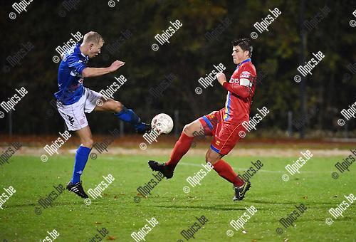 2016-11-12 / Voetbal / Seizoen 2016-2017 / FC Turnhout - Wellen / Yannis Van Parys (l. Turnhout) met Glenn Lowet<br /> <br /> ,Foto: Mpics.be