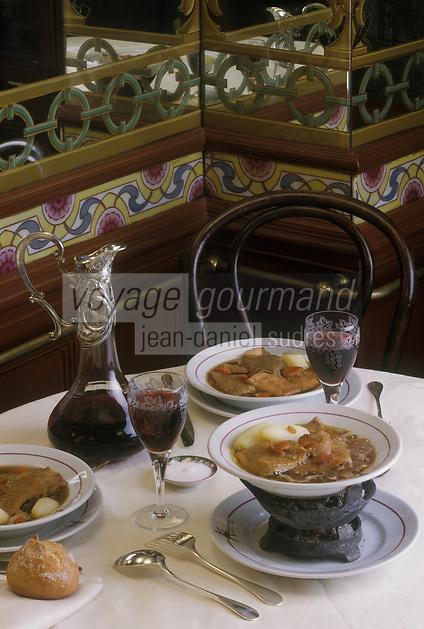 """Europe/France/Ile-de-France/75/Paris: les Tripes à la Mode de Caen ,un des plats emblématiques du restaurant """"Pharamond""""<br /> PHOTO D'ARCHIVES // ARCHIVAL IMAGES<br /> FRANCE 1990"""