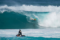 SUNSET BEACH, Oahu/Hawaii (Friday, December 5, 2014): Chris Ward (USA). The Vans World Cup of Surfing was  called ON this morning with competition begining with Round 4. <br /> A new NW 6 - 8 foot swell was on hand for the final which built through the day to 10 foot plus by the afternoon.<br /> Four island boys reached the final, three from the islands of Hawaii and one from the islands of tahiti. By the final hooter it was the Tahitian Michel Bourez (PYF) who emerged vitreous with Dusty Payne (HAW) 2nd, Sebastien Zietz (HAW) 3rd and Ian Walsh (HAW) 4th. Photo: joliphotos.com