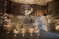 Europe/Voïvodie de Petite-Pologne/Environs de Cracovie/Wieliczka: Mine de Sel Wieliczka inscrite au patrimoine mondial UNESCO - Chambre de Nicolas Copernic, Satue de Nicolas Copernic réalisée dans le sel par Wladyslaw Hapek