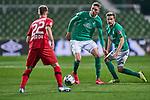 Nick Woltemade (SV Werder Bremen #41), Mitte, am Ball, Johannes Eggestein (SV Werder Bremen #24), rechts,  Daley Sinkgraven (Bayer 04 Leverkusen #22) im Vordergrund<br /> <br /> Sport: Fussball: 1. Bundesliga: Saison 19/20: <br /> 26. Spieltag: SV Werder Bremen vs Bayer 04 Leverkusen, 18.05.2020<br /> <br /> Foto ©  gumzmedia / Nordphoto / Andreas Gumz / POOL <br /> <br /> Nur für journalistische Zwecke! Only for editorial use!<br />  DFL regulations prohibit any use of photographs as image sequences and/or quasi-video.