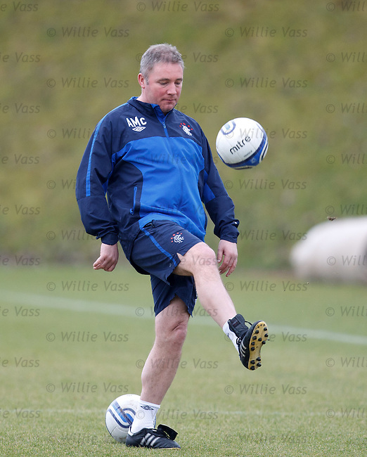 Ally McCoist does ball tricks