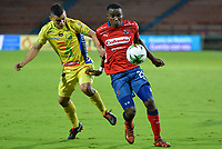 MEDELLIN - COLOMBIA, 01-05-2019: Dairon Mosquera del Medellín disputa el balón con Kevin Agudelo de Huila durante partido por la fecha 19 de la Liga Águila I 2019 entre Deportivo Independiente Medellín y Atlético Huila jugado en el estadio Atanasio Girardot de la ciudad de Medellín. / Dairon Mosquera of Medellin vies for the ball with Kevin Agudelo of Huila during match for the date 19 of the Aguila League I 2019 between Deportivo Independiente Medellin and Atletico Huila played at Atanasio Girardot stadium in Medellin city. Photo: VizzorImage / Leon Monsalve / Cont