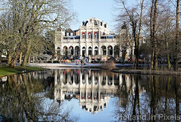 Nederland Amsterdam  2016 17 01. Het Vondelpark.  Vondel CS  ( het vroegere Filmmuseum )