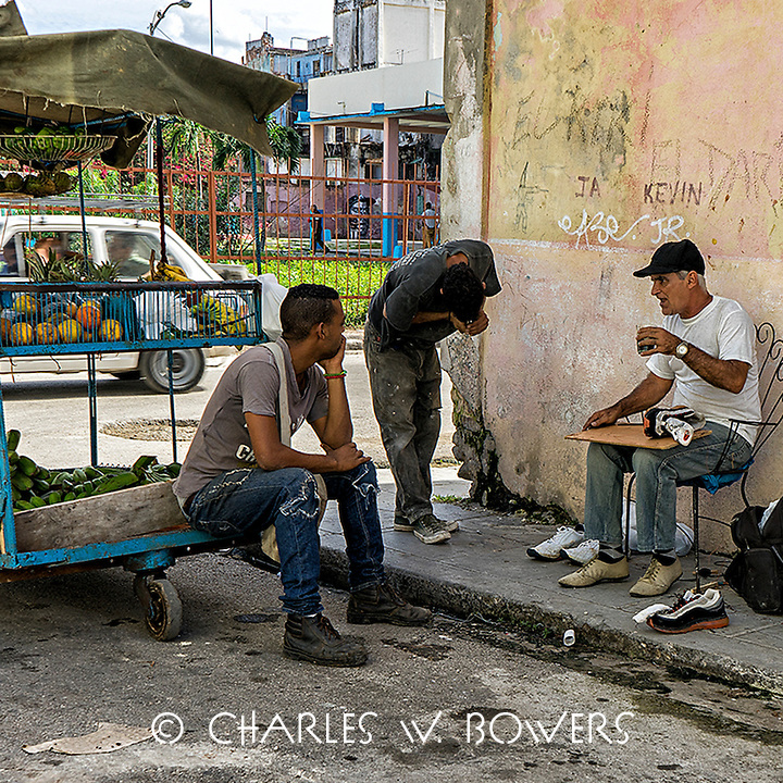 Faces Of Cuba - Fresh fruit available all the time<br />