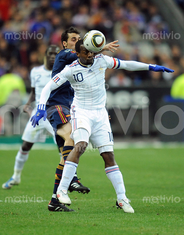 Fussball International Testspiel 03.03.2010 Frankreich - Spanien  Alvaro Arbeloa (ESP hinten) gegen Sidney Govou (FRA)