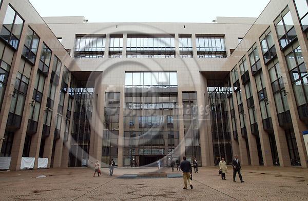 BRUSSELS - BELGIUM - 07 APRIL 2004--EU Council building. -- PHOTO: ERIK LUNTANG / EUP-IMAGES
