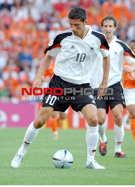 Europameisterschaft 2004 Portugal<br /> <br /> Deutschland - Niederlande<br /> <br /> Kevin Kuranyi (Deutschland)<br /> <br /> Foto &copy; nordphoto
