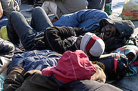 Profughi di guerra e richiedenti asilo politico sudanesi, eritrei e somali, in sit-in in centro citt&agrave;. Milano, 29 dicembre, 2005<br /> <br /> Sudanese, Somali and Eritrean war refugees and asylum seekers during a sit-in in the city center. Milan, December 29, 2005