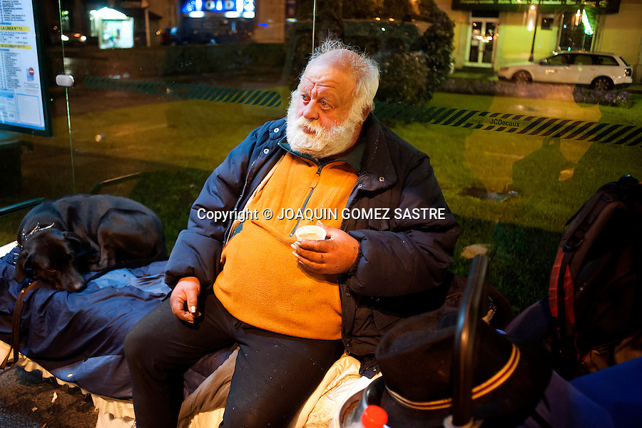 Mikel former German police, sleeping in a bus stop opposite the train station in Santander (Spain).photo © JOAQUIN GOMEZ SASTRE