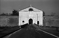Sabbioneta (Mantova). Porta Imperiale, Imperiale gate