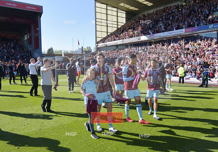 13/05/2018 Premier League Burnley v AFC Bournemouth<br /> <br /> Players acknowledge the supporters