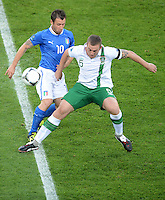 FUSSBALL  EUROPAMEISTERSCHAFT 2012   VORRUNDE Italien - Irland                       18.06.2012 Antonio Cassano (li, Italien) gegen Richard Dunne (re, Irland)
