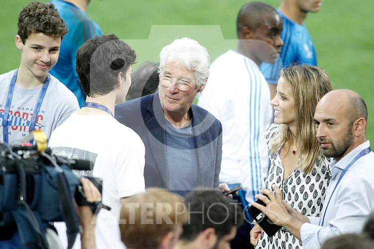 American actor Richard Gere, his girlfriend Alejandra Silva and his sons with Real Madrid's players during Champions League 2015/2016 training session. May 27,2016. (ALTERPHOTOS/Acero)