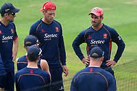 Essex skipper Ryan ten Doeschate speaks to his team ahead of Essex CCC vs Warwickshire CCC, Specsavers County Championship Division 1 Cricket at The Cloudfm County Ground on 22nd June 2017