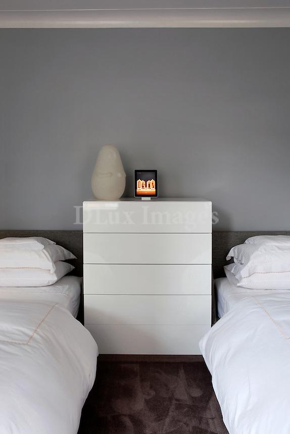 minimal white bedroom