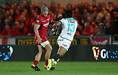 29th September 2017, Parc y Scarlets, Llanelli, Wales; Guinness Pro14 Rugby, Scarlets versus Connacht; Jonathan Davies of Scarlets watches as Bundee Aki of Connacht charges towards him with the ball