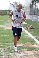 SÃO PAULO, SP, 04 DE JANEIRIO 2012 - TREINO DO CORINTHIANS - Jogador Adriano do Corinthians durante primeiro treino de 2012 na tarde dessa quarta-feira, 04 no Centro de treinamento Joaquim Grava no Parque Ecologico. FOTO: LUIZ GUARNIERI - NEWS FREE.