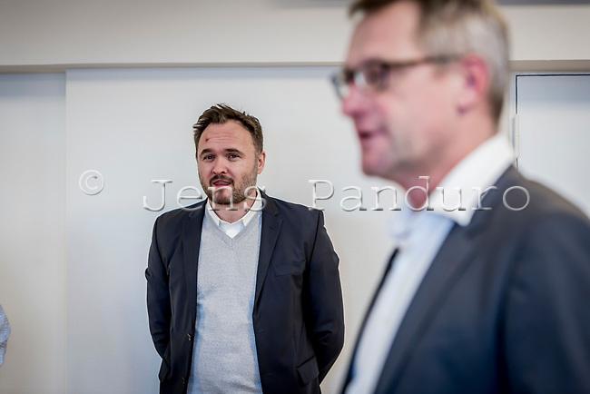 Dansk Fjernvarmes Nytårsstafet. Dan Jørgensen talte til Dansk Fjernvarmes Nytårsstafet 2019. Her lytter han til  direktør i Dansk Fjernvarme, Kim Mortensen, <br /> Foto: Jens Panduro
