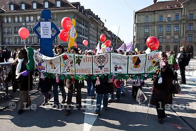 Genève, le 13.03.2010.Manifestation nationale de la Marche mondiale des femmes à Berne..© Le Courrier / J.-P. Di Silvestro