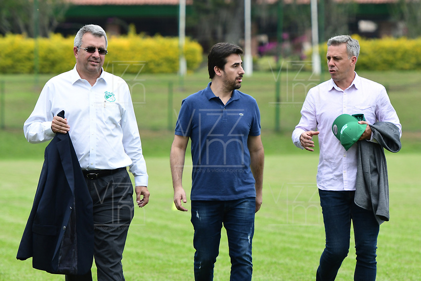 CALI-COLOMBIA ,11 -12-2018.Presentación del nuevo director técnico del Deportivo Cali Lucas Pusineri.En la foto Juan  Fernando Mejia Presidente del Deportivo Cali  (Izq.) y  Lucas Pusineri (Der.)  .Sede Deportiva del Deportivo Cali en Pance./ Presentation of the new coach of Deportivo Cali Lucas Pusineri. Juan Fernando Mejia President of Deportivo Cali (Left) and Lucas Pusineri (Right). Seat of Deportivo Cali in Pance. Photo: VizzorImage/ Nelson Rios / Contribuidor
