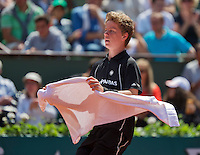 France, Paris , May 24, 2015, Tennis, Roland Garros, Ballboy bringing towel<br /> Photo: Tennisimages/Henk Koster
