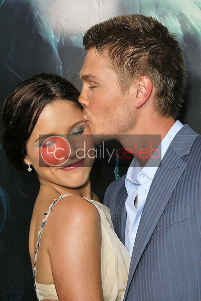 """Sophia Bush and Chad Michael Murray<br /> at the premiere of Warner Bros. """"House of Wax"""" at Mann Village Theater, Westwood, CA 04-26-05<br /> <br /> David Edwards/DailyCeleb.com 818-249-4998"""