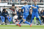 12.05.2019,  GER; 2. FBL, FC St. Pauli vs Vfl Bochum ,DFL REGULATIONS PROHIBIT ANY USE OF PHOTOGRAPHS AS IMAGE SEQUENCES AND/OR QUASI-VIDEO, im Bild YiYoung Park (Pauli #39) versucht sich gegen Thomas eisfeld (Bochum #10) durchuseten Foto © nordphoto / Witke *** Local Caption ***