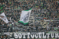 Fans aus Mönchengladbach - 17.02.2019: Eintracht Frankfurt vs. Borussia Mönchengladbach, Commerzbank Arena, 22. Spieltag Bundesliga, DISCLAIMER: DFL regulations prohibit any use of photographs as image sequences and/or quasi-video.