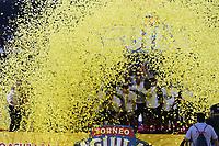 CÚCUTA - COLOMBIA, 26-11-2018:Jugadores del Cúcuta Deportivo levantan el trofeo que los confirma  como campeones del torneo Aguila 2018 al vencer al Unión Magdalena dos goles por cero en el estadio General Santader de la ciudad de Cúcuta ./ Players of Cucuta Deportivo  lift the trophy champion of the Aguila 2018 Tournament by defeating Unión Magdalena two goals to zero played in  General Santander stadium in Cucuta city.  Photo: VizzorImage / Manuel Hernández / Contribuidor
