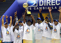 BOGOTA -COLOMBIA-08-06-2014. Cimarrones de Choco se corono campeon de La Liga Directv de baloncesto al vencer a Guerreros de Bogota quinto  partido por la final de La Liga Directv 1 de baloncesto jugado en el coliseo El Salitre . Cimarrones del Choco  champion Directv League basketball crown defeating Guerrerso de  Bogota  fifth game by the end of La Liga Directv 1 basketball played at the Coliseum El Salitre. Photo: VizzorImage / Felipe Caicedo /  Staff