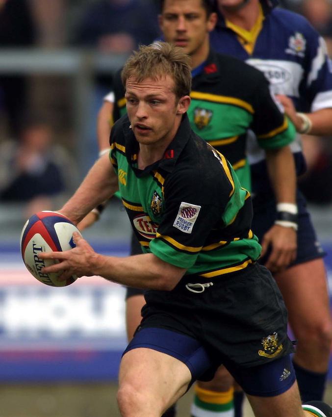 Photo : Garvin Davies.Bristol v Northampton Zurich Premiership 16/04/2001.Northampton scrum-half Matt Dawson..