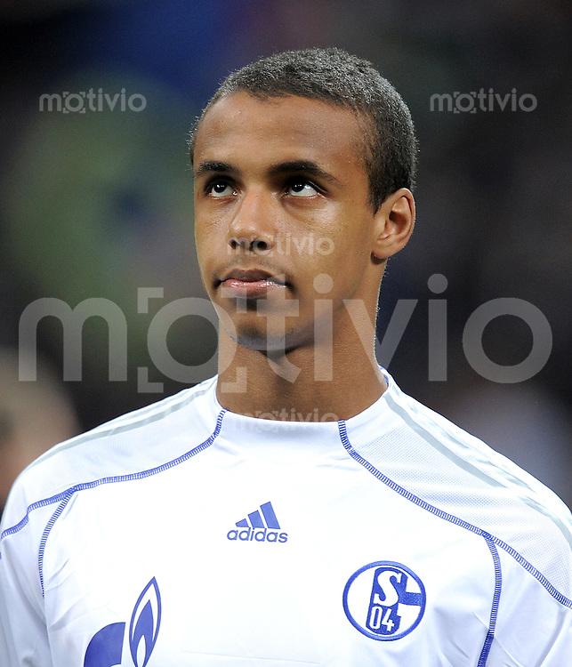 FUSSBALL   CHAMPIONS LEAGUE   SAISON 2010/2011  Viertelfinale    05.04.2011 Inter Mailand - FC Schalke 04 Joel Matip (FC Schalke 04)