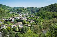Germany, Rhineland-Palatinate, Ahr-Valley, Altenahr: wine village with castle ruin Are   Deutschland, Rheinland-Pfalz, Ahrtal, Altenahr: Weinort mit der Burgruine Are