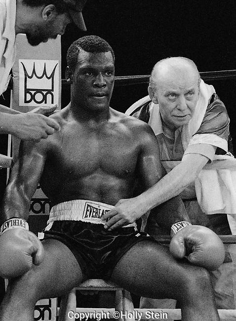 Bernard Benton V. Reggie Fleming. Benton KO3