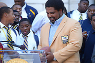 September 20, 2013  (Washington, DC)  NFL Hall of Fame inductee, and D.C. native, Jonathan Ogden signs autographs for high school football players after receiving the key to the city from D.C. Mayor Vincent Gray.  (Photo by Don Baxter/Media Images International)