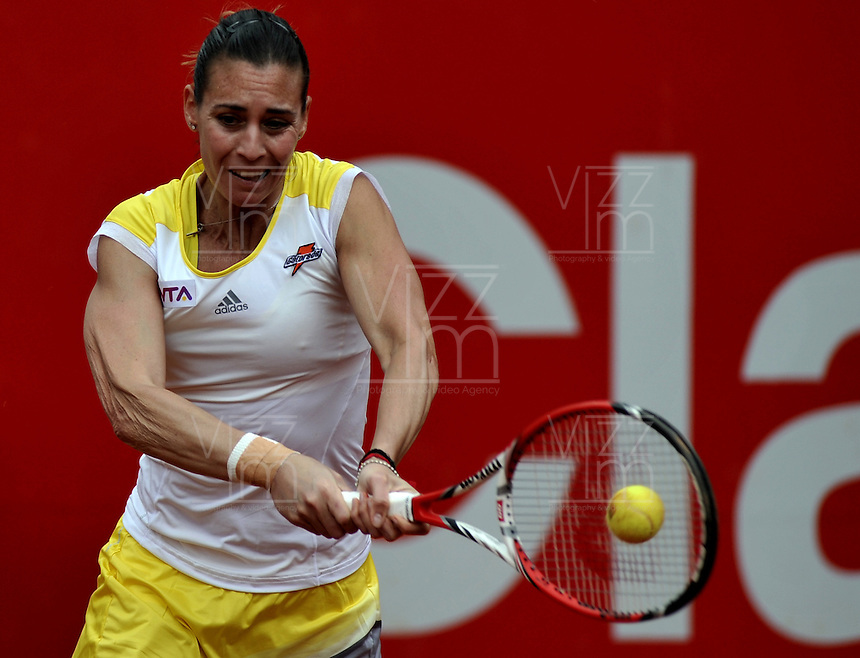 BOGOTA - COLOMBIA - FEBRERO 21-02-2013: Flavia Penneta de Italia, devuelve la bola a Lara Arruabarrena de España, durante partido por la Copa de Tenis WTA Bogotá, febrero 19 de 2013. (Foto: VizzorImage / Luis Ramírez / Staff).  Flavia Penneta from Italy returns the ball to Lara Arruabarrena from Spain,during a match for the WTA Bogota Tennis Cup, on February 19, 2013, in Bogota, Colombia. (Photo: VizzorImage / Luis Ramirez / Staff) .....