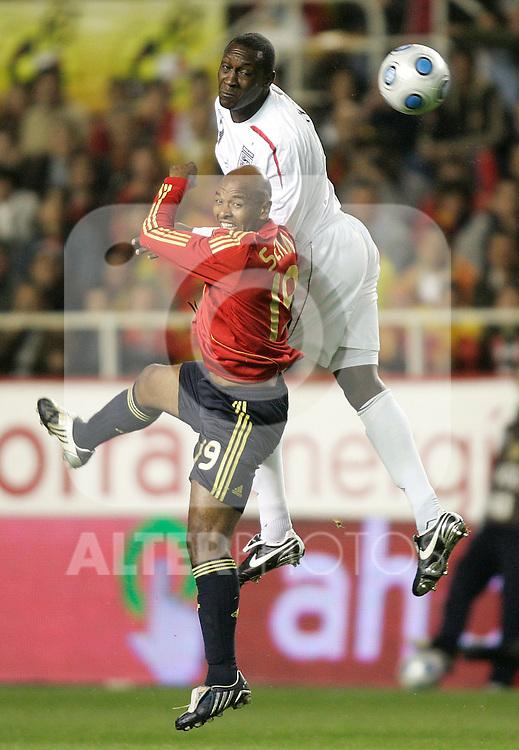 Spain´s Marcos Senna against England's Emile Heskey during an international friendly, February 11, 2009. (ALTERPHOTOS).