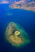 Ilot Tovérou (Yânowiyi) et la baie de Poro au loin, Houaďlou, côte Est Nouvelle-Calédonie