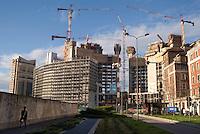 """milano, cantieri per il progetto di riqualificazione dell'area di porta nuova --- milan, construction sites for the requalification project of the """"porta nuova"""" area."""
