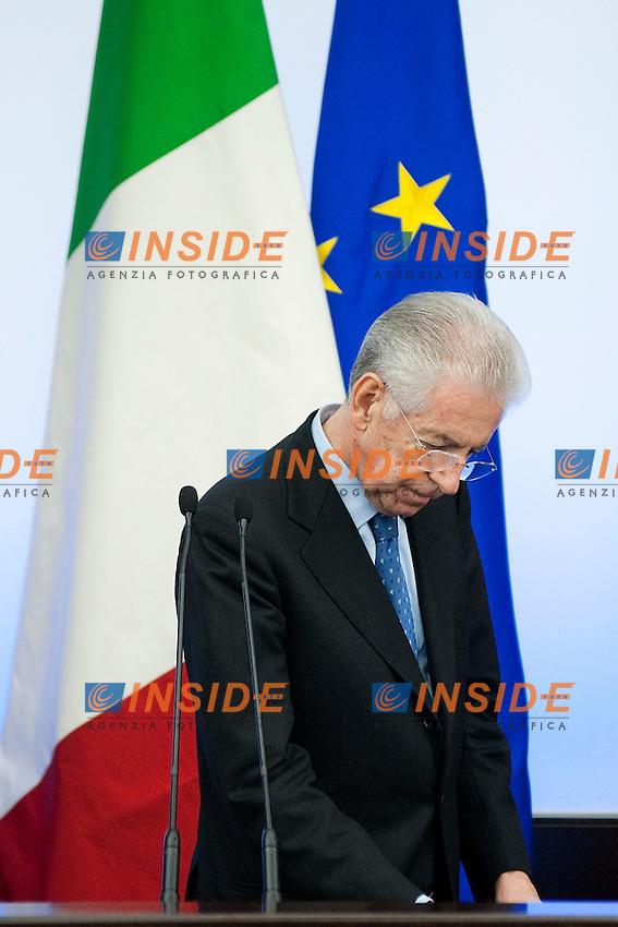 Conferenza Stampa al termine del Consiglio dei Ministri per illustrare la nuova Manovra Economica..Nella foto il Presidente del Consiglio Mario Monti..Roma 04 Dicembre 2011..Photo Insidefoto