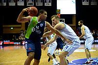GRONINGEN - Basketbal, Donar - ZZ Leiden, Supersup, seizoen 2018-2019, 06-10-2018,  Leiden speler Kenneth Simms met Donar speler Thomas Koenes