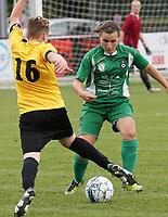 SK Zwevezele  -  Cerkel Ladies Brugge  : Joyce Vanmarcke van de thuisploeg en Emma Oosterlinck in duel .<br /> foto VDB / BART VANDENBROUCKE