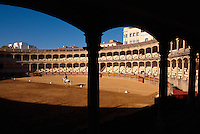 Reitunterricht in der Stierkampfarena von Ronda, Andalusien, Spanien